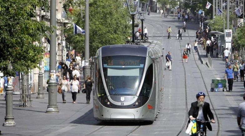 الاحتلال يشرع بتنفيذ مرحلة جديدة من مشروع القطار الخفيف التهويدي
