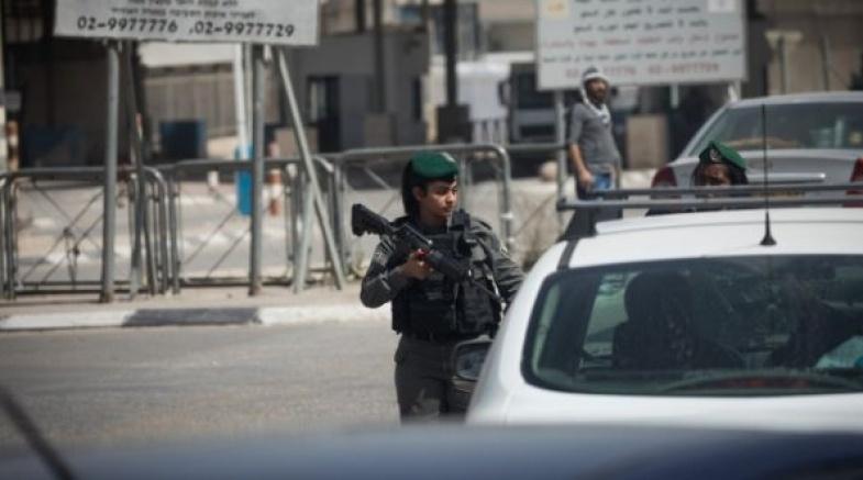 الاحتلال يعتقل فتاة على حاجز قلنديا شمال القدس
