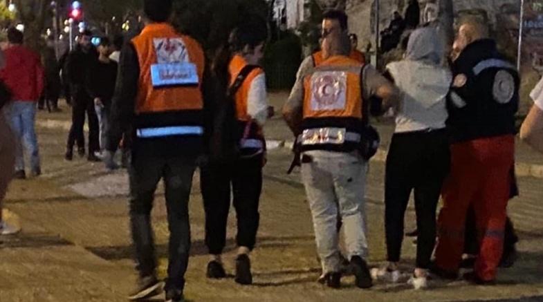 الاحتلال يهاجم المصلين ويعتقل عددا من الشبان ويصيب آخرين