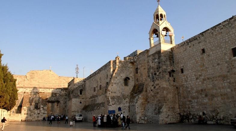 وزارة السياحة والاثار تعلن خطتها للبدء باستقبال الوفود السياحية