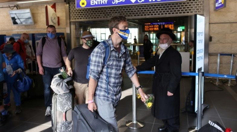 """""""كابينيت الكورونا"""" في اسرائيل يصادق على عودة العمل بالشارة الخضراء"""