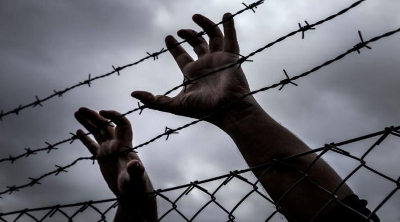 صحيفة تكشف أسباب تراجع الاحتلال عن استمرار عقوباته بحق الأسرى