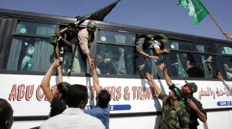 """صفقة """"وفاء الأحرار"""" بعيون قادة الاحتلال"""